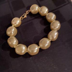 Monet vintage Large pearl bracelet